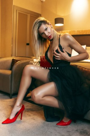 Simonette ladyxena massage escort girl